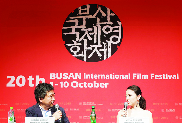 Japanese actress Masami Nagasawa (right), talks with Japanese director Hirokazu Koreeda in the Gala Presentation 'Little Sister' during the Busan International Film Festival in Busan, South Korea, on Oct. 4. (AP)