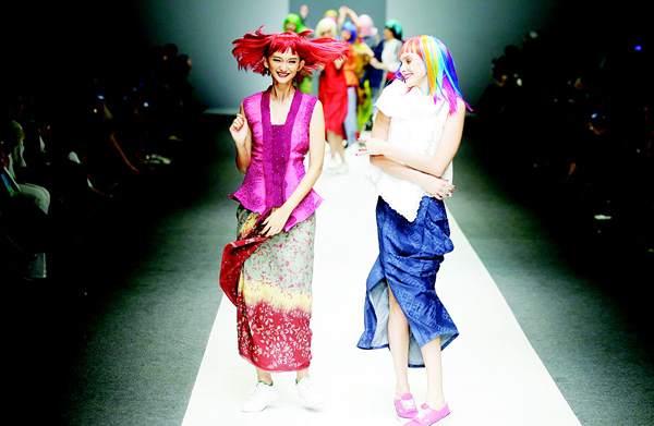 Models display a creation by Obin during Jakarta Fashion Week 2016 in Jakarta, Indonesia on Oct 27. (AP)