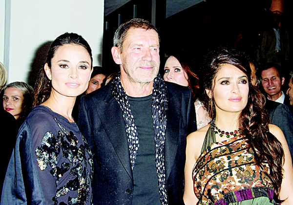 Left to right: Mia Maestro, Tomas Maier and Salma Hayek-Pinault attend the Hammer Museum Gala in the Garden in Los Angeles, California on Oct 10. (AFP)