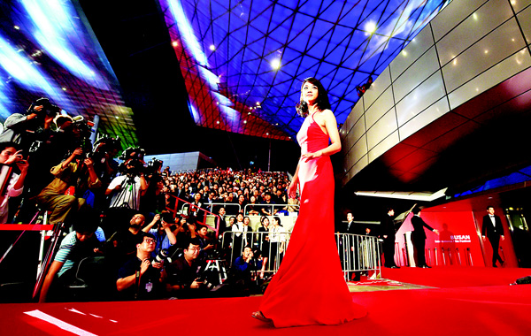 Chinese actress Tang Wei walks on the red carpet for the opening ceremony of the Busan International Film Festival (BIFF) at the Busan Cinema Center in Busan on Oct 1. Stars from Asia and beyond gathered in South Korea's second largest city on Oct 1, for a Bollywood-flavoured launch of the 20th Busan International Film Festival. This year's BIFF will screen 304 movies from 75 countries, including 94 world premieres, a number of them produced by the rising stars of Asian cinema. (AFP)
