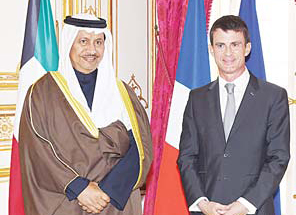 French Prime Minister Manuel Valls (right), welcomes Kuwaiti Prime Minister Sheikh Jaber Al-Mubarak Al- Sabah (left), before a meeting at the Hotel Matignon on Oct 21, in Paris