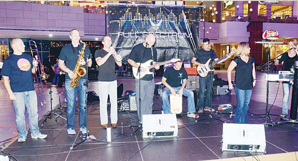 The United States Air Force 'Full Spectrum Band' performed at The Avenues Mall on Wednesday as part of the week-long Discover America 2015 Festival being held from Oct 21 to 31, organized by the US Embassy in Kuwait
