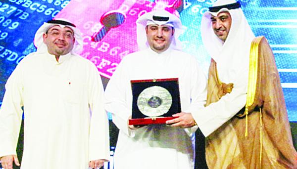 Minister Al-Abdullah honouring KFH.