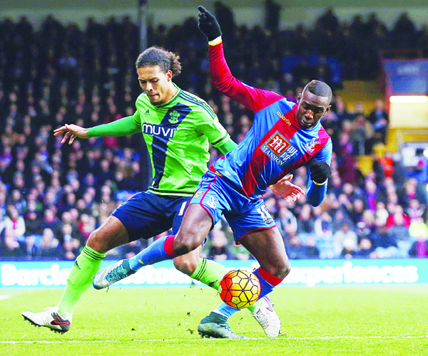 Crystal Palace's Yannick Bolasie (right), and Southampton's Virgil van Dijk battle for the ball during their English Premier League soccer match at Selhurst Park, London on Dec 12. (AP)