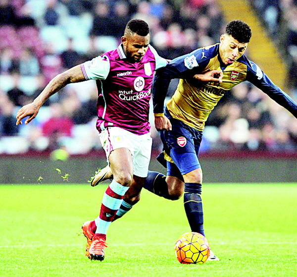 Arsenal's Alex Oxlade-Chamberlain (right), and Aston Villa's Leandro Bacuna battle for the ball during the English Premier League soccer match between Aston Villa and Arsenal at Villa Park in Birmingham, England, on Dec 13. (AP)