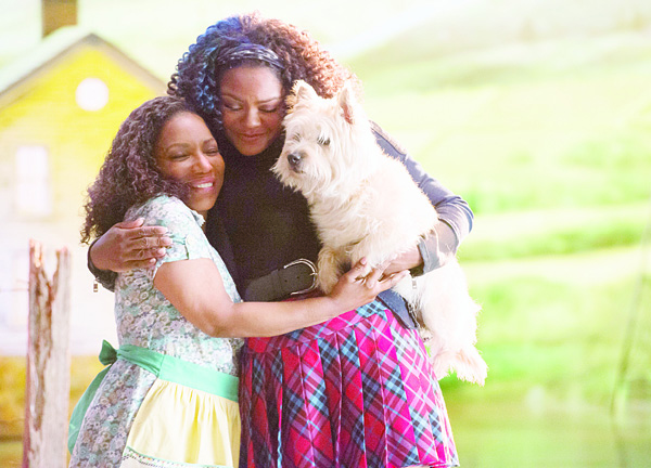 In this image released by NBC, Stephanie Mills portrays Auntie Em (right), and Shanice Williams portrays Dorothy in 'The Wiz Live!' which was premiered on Dec 3 on NBC. (AP)