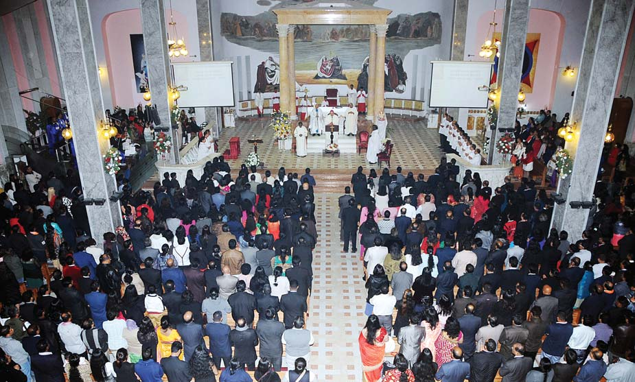 A large number of worshippers on Thursday thronged the Holy Family Cathedral in Kuwait City for the traditional Christmas Eve Mass