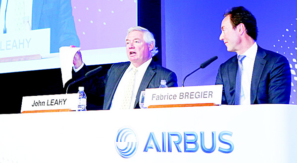 Airbus SA CEO Fabrice Bregier (right), looks on as Airbus' chief operating officer for customers John Leahy (left), displays the 2016 list price during the annual press conference in Paris in Jan 12. Airbus won hundreds more plane orders last year than rival Boeing, but the American planemaker handed over more aircraft to customers. Airbus SA said Tuesday that it exceeded its targets in 2015, taking in 1,036 net orders and delivering 635 jets to airlines and other buyers. (AP)