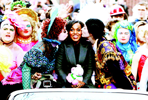 Actress/honoree Kerry Washington attends the Hasty Pudding Theatricals 2016 Woman of the Year Award parade on the streets of Cambridge on Jan 28, in Boston, Massachusetts. (AFP)