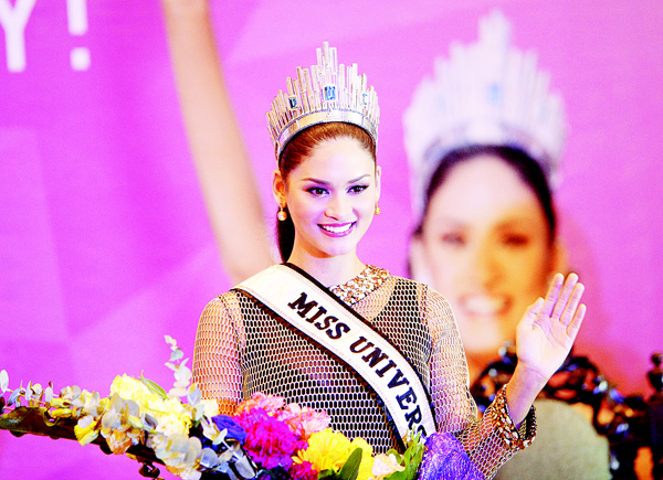 Miss Universe Pia Alonzo Wurtzbach of the Philippines waves during her homecoming press conference at a hotel in Manila on Jan 24. (AFP)