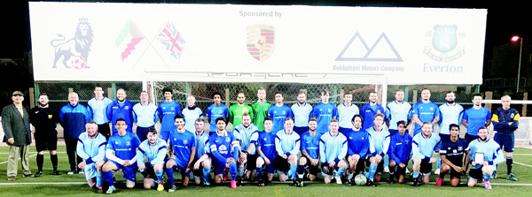 The two teams St Albans, Everton with offi cials