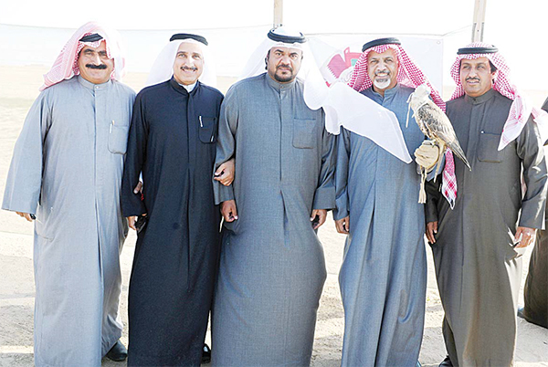 Deputy Head of Competitions Committee Sheikh Sabah Fahad Al-Nasser Al-Sabah with some of the participants.