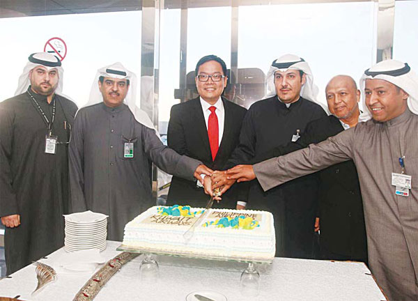 Al-Sawan Group of Companies General Manager Zahed Al-Sawan (extreme left) with DGCA and PAL officials.