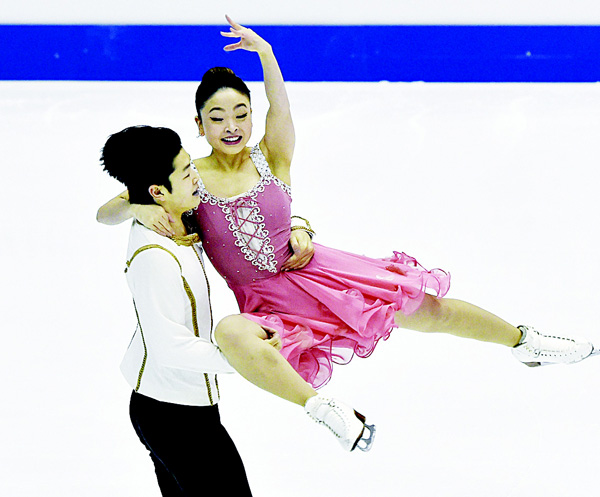 Maia Shibutani and Alex Shibutani of the US perform at the Ice Dance Short Dance during the ISU Four Continents Figure Skating Championships in Taipei on Feb 18. A total of 98 skaters from 15 ISU members have been entered for the 2016 International Skating Union (ISU) Four Continents Skating Championships. (AFP)
