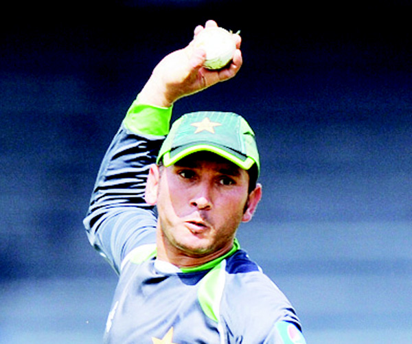 A file picture taken on July 29, 2015, shows Pakistan cricketer Yasir Shah throwing a ball during a practice session at the R.Premadasa International Cricket Stadium in Colombo. (AFP)