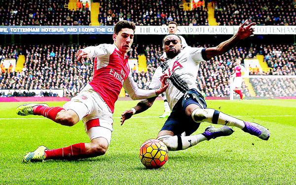 Arsenal's Spanish defender Hector Bellerin (left), vies with Tottenham Hotspur's English defender Danny Rose during the English Premier League football match between Tottenham Hotspur and Arsenal at White Hart Lane in London on March 5. (AFP)