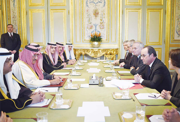 French President Francois Hollande (right), meets with Saudi Crown Prince Mohammed bin Nayef (second left) on March 4 at the Elysee Presidential Palace in Paris. (AFP)