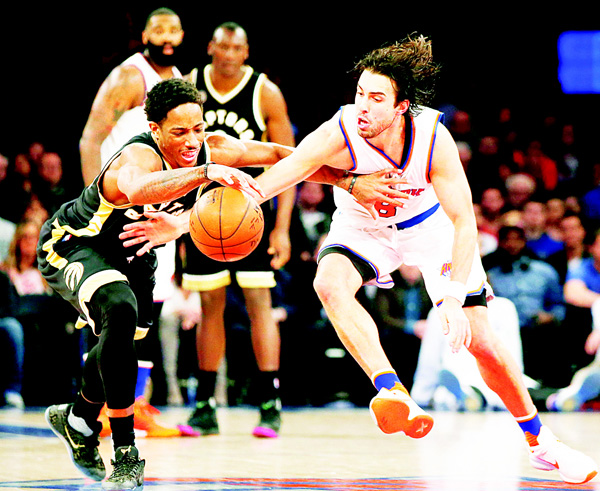 Toronto Raptors guard DeMar DeRozan (10) steals the ball from New York Knicks guard Sasha Vujacic (18) in the second half of an NBA basketball game at Madison Square Garden in New York on April 10. The Raptors defeated the Knicks 93-89. (AP)