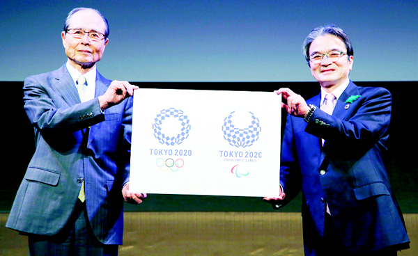 Tokyo 2020 Emblems Selection Committee Chairperson Ryohei Miyata (right), and its member and Japanese baseball great Sadaharu Oh hold new official logos of the 2020 Tokyo Olympics (left), and the 2020 Tokyo Paralympic Games during the unveiling ceremony in Tokyo on April 25. (AP)
