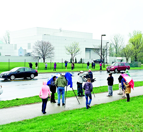People and news media gather outside Paisley Park in Chanhassen, Minnesota, on April 21, on the news of the death of artist Prince. Prince was found dead at his home  on Thursday in suburban Minneapolis, according to his publicist. He was 57. (AP)