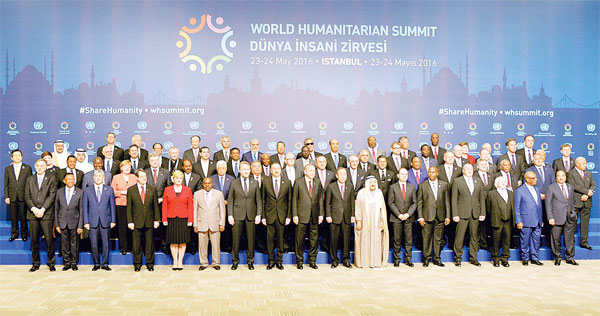His Highness the Amir Sheikh Sabah Al-Ahmad Al-Jaber Al-Sabah poses with other heads of state and government during the World Humanitarian Summit family photo session in Istanbul, Turkey