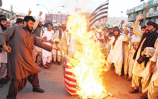 Pakistani Sunni Muslim supporters of hard line pro-Taleban party Jamiat Ulema-i-Islam-Nazaryati (JUI-N) torch a US fl ag during a protest in Quetta on May 25, against a US drone strike in Pakistan's southwestern province Balochistan which killed Afghan Taleban leader Mullah Akhtar Mansour.