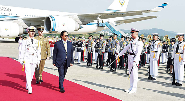 HH the Prime Minister inspecting a guard of honour upon arrival in Seoul for a four-day official visit.