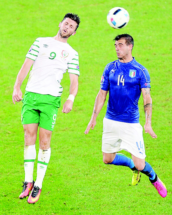 Ireland's forward Shane Long (left), and Italy's midfielder Stefano Sturaro vie for the ball during the EURO 2016 Group E football match between Italy and Ireland at the Pierre-Mauroy Stadiu, in Villeneuve-d'Ascq, near Lille, on June 22. (AFP)