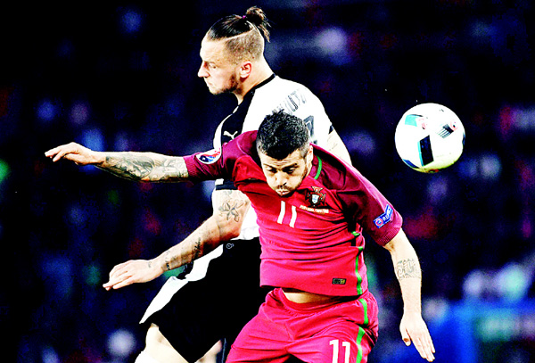 Portugal's defender Vieirinha (right), and Austria's forward Marko Arnautovic vie for the ball during the EURO 2016 Group F football match between Portugal and Austria at  the Parc de Princes in Paris on June 18. (AFP)