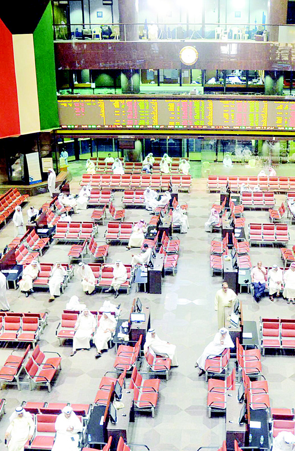 File photo shows trading in progress. KSE ends Thursday's session in red.