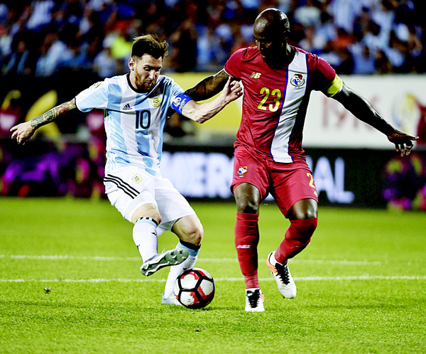 Argentina's Lionel Messi (left), eludes Panama's Felipe Baloy to score during the Copa America Centenario football tournament in Chicago, Illinois, United States on June 10. (AFP)