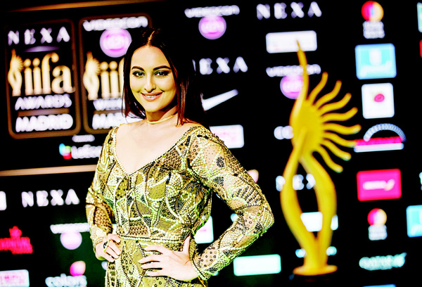 Indian Bollywood actress Sonakshi Sinha poses on the green carpet as she arrives to the 17th edition of IIFA Awards (International Indian Film Academy Awards) in Madrid. The IIFA Awards are presented annually by the International Indian Film Academy to honour both artistic and technical excellence of professionals in Bollywood, the Hindi language film industry. (AFP)
