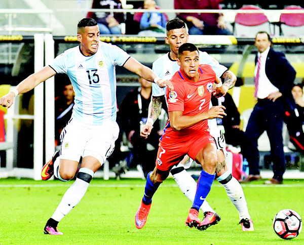 Chile's Alexis Sanchez (right), vies for the ball with Argentina's Ramiro Funes Mori (left), during a Copa America Centenario football match in Santa Clara, California, United States on June 6. (AFP)