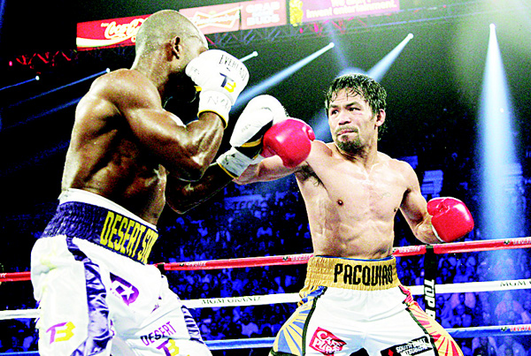 This file photo taken on April 9, 2016 shows Manny Pacquiao (right), and Timothy Bradley Jr facing of during their WBO international welterweight title bout at the MGM Grand Arena in Las Vegas, Nevada. (AFP)