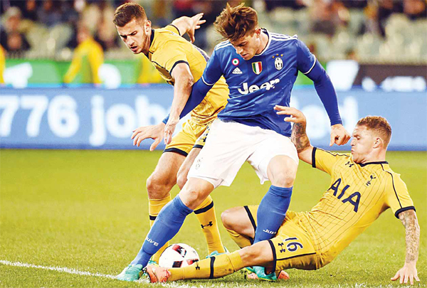 Juventus' Alberto Cerri (center), fights for the ball with Tottenham Hotspur's Kieran Trippier (right), and Michel Vorm (left), during the International Champions Cup football match between Italy's Serie A team Juventus and Premier League team Tottenham Hotspur in Melbourne on July 26. (AFP)