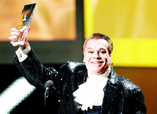 In this Nov 5, 2009 file photo, Mexican singer Juan Gabriel accepts the Person of the Year Award at the 10th Annual Latin Grammy Awards in Las Vegas. Representatives of Juan Gabriel have reported on Aug 28, that he has died. (AP)