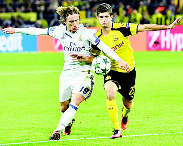 Real Madrid's Luka Modric (left), and Dortmund's Christian Pulisic challenge for the ball during the Champions League Group F soccer match between Borussia Dortmund and Real Madrid in Dortmund, Germany, on Sept 27. (AP)