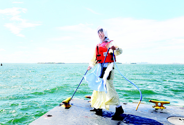 In this Aug 17, 2016 photo, Sally Snowman, the keeper of Boston Light, unties a dock line at Little Brewster Island in Boston Harbor. The US Coast Guard's last manned station will celebrate the 300th anniversary of its first lighting on Sept 14. (Inset): Boston Light, America's oldest lighthouse, sits on Little Brewster Island in Boston Harbor. (AP)