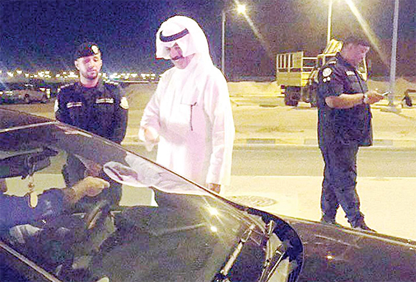 Interior Minister Sheikh Mohammad Al-Khaled during surprise inspection tour to several check points