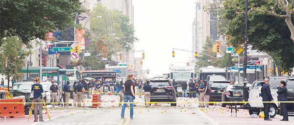 Members of the NYPD, FBI, ATF and other agencies investigate the scene, following a late night explosion on West 23rd Street on Sept 18, in New York. An explosion rocked one of the most fashionable neighborhoods of New York on Sept 17 night, injuring 29 people, one seriously, a week after America's fi nancial capital marked the 15th anniversary of the 9/11 attacks. Mayor Bill de Blasio indicated the blast was not accidental, even if there was no known link to terrorism. The blast occurred in Chelsea — an area packed with bars, restaurants and luxury apartment blocks — at a typically bustling time of the weekend. (AFP)