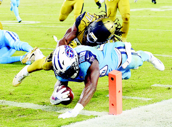 Tennessee Titans running back DeMarco Murray (29) beats Jacksonville Jaguars safety Johnathan Cyprien (37) to the end zone as Murray scores a touchdown on a 14-yard run in the first half of an NFL football game on Oct 27, in Nashville, Tennessee. (AP)