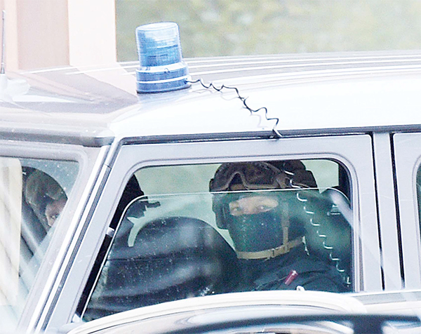 Special police forces secure the perimeter of the district court in Dresden, eastern Germany on Oct 10, after the 22 years old Jaber Albakr was arrested in the eastern city of Leipzig, following a nearly two-day manhunt after explosives have been found in his apartment on Saturday. (AP)