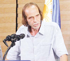 In this Sept 18, 2016 fi le photo, released Norwegian hostage Kjartan Sekkingstad, briefl y delivers his statement after meeting Philippine President Rodrigo Duterte, in Davao city in southern Philippines. (AP)