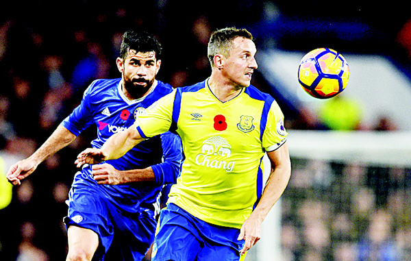Chelsea's Brazilian-born Spanish striker Diego Costa (left), vies with Everton's English defender Phil Jagielka during the English Premier League football match between Chelsea and Evaerton at Stamford Bridge in London on Nov 5.  (AFP)