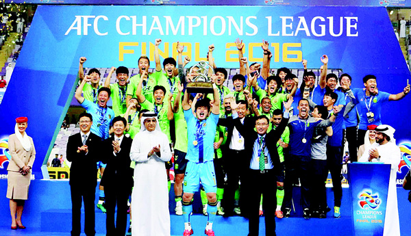 Jeonbuk players celebrate as they are crowned champions following their AFC Champions League final between UAE's Al-Ain and South Korea's Jeonbuk Hyundai Motors at the Hazza bin Zayed Stadium in Al-Ain on Nov 26. (AFP)