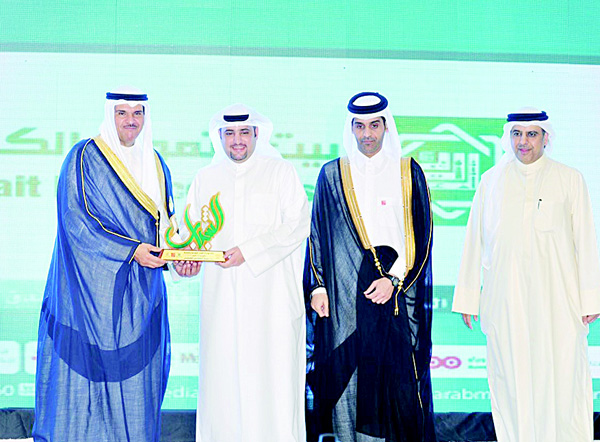 Minister of Information honoring Yousef Al-Ruwaieh.
