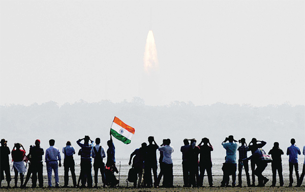 India launches 104 satellites in 1 go - ARAB TIMES - KUWAIT NEWS