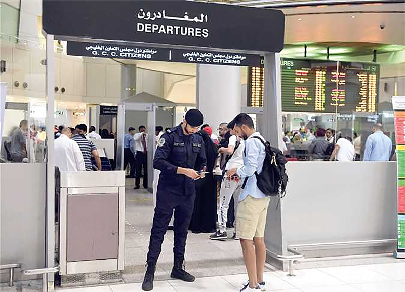 A Kuwaiti citizen must not be deported from Kuwait nor prevented from returning there.