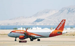 An easyJet plane with about 165 British passengers on board takes off from the airport in Egypt's Red Sea resort of Sharm el-Sheikh on Nov 6, in the first flight to repatriate British tourists stranded. Britain had suspended all flights to and from the resort over concerns a crashed Russian plane which flew out of Sharm may have been brought down by a bomb, but British flights were allowed to resume on Nov 6 with special security measures. (AFP)
