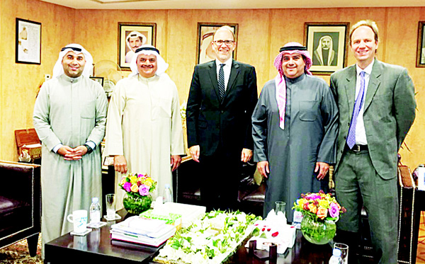 US Ambassador to Kuwait HE Douglas Silliman with AAW officials.